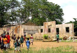 内戦で破壊された学校(Wikipediaより)