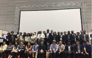 「アフリカ・日本スタートアップピッチ」の登壇企業と審査員ら(JETROより)