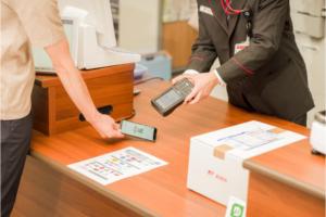 日本郵便による郵便窓口におけるキャッシュレス決済のイメージ